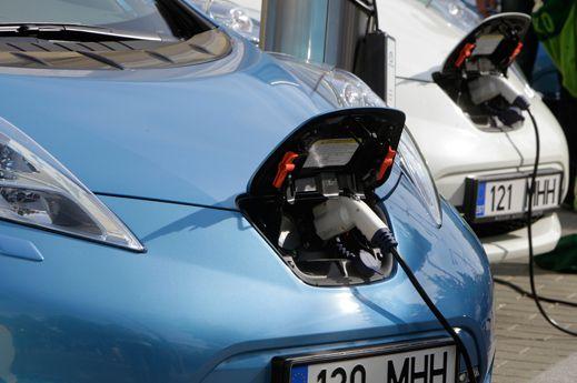 Электромобиль с аккумулятором, Nissan